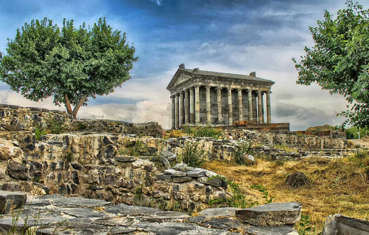 Храм в Гарни́ | Армения