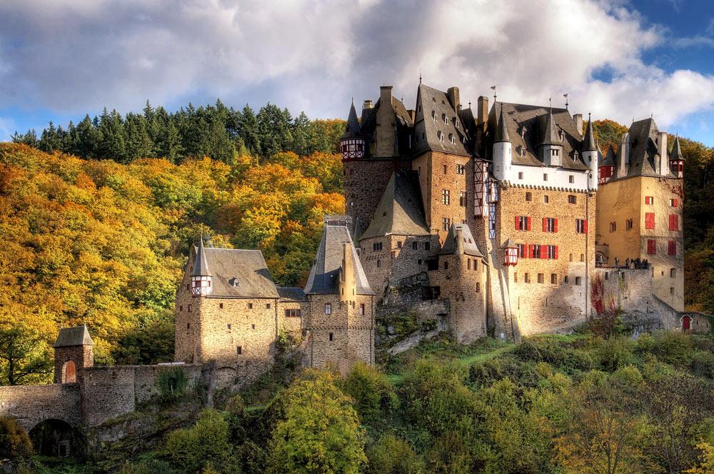 Фердинанд с королевой вносили изменения в проект на протяжении всех 12 лет строительства.