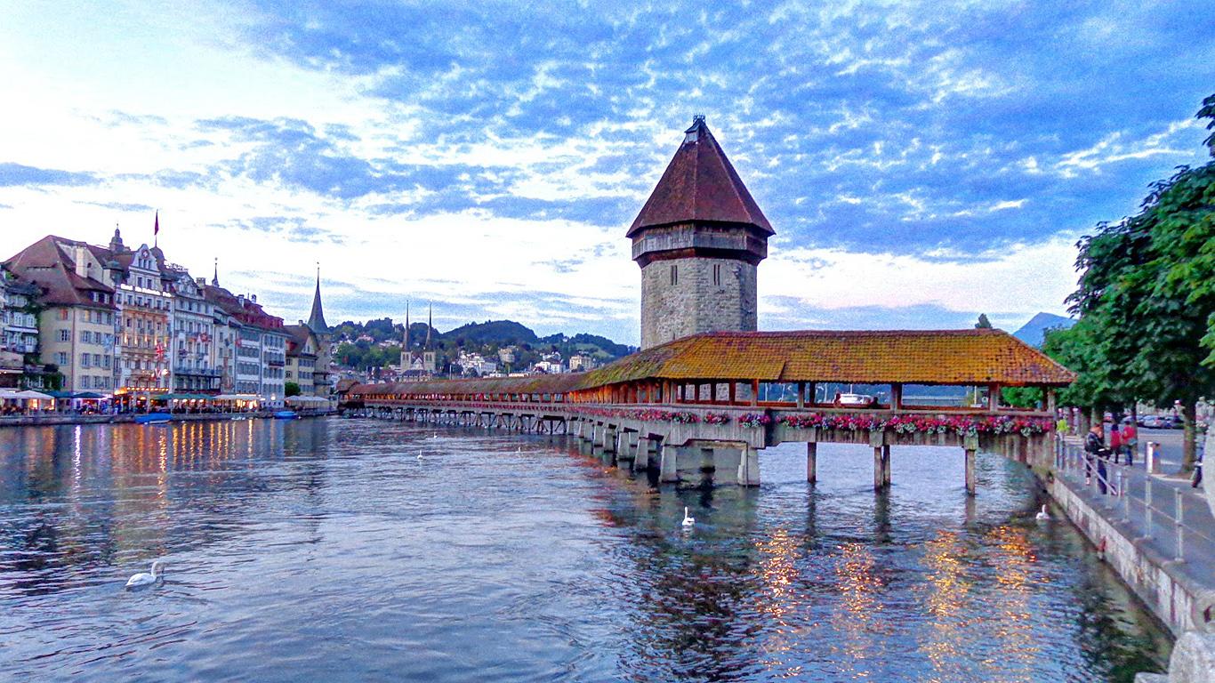 Chapel Bridge, Lucerne, Switzerland  № 1473299 бесплатно