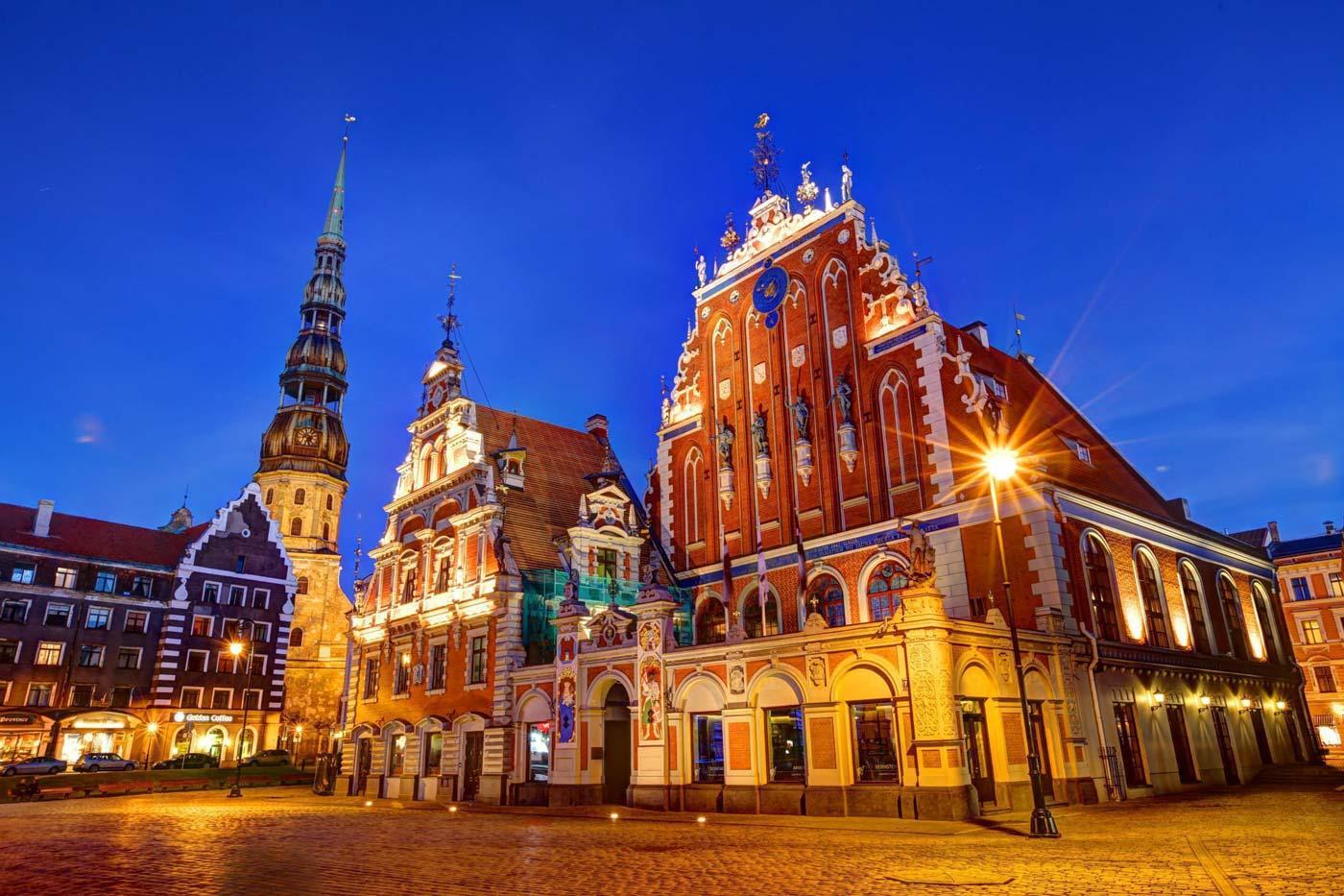 Как Латвия стала Литвой, а Gucci - вышиванкой Порошенко