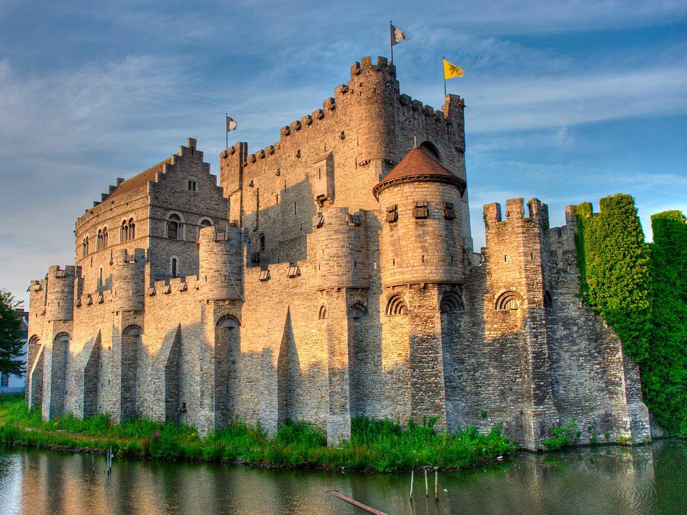 Замок средневековый картинка