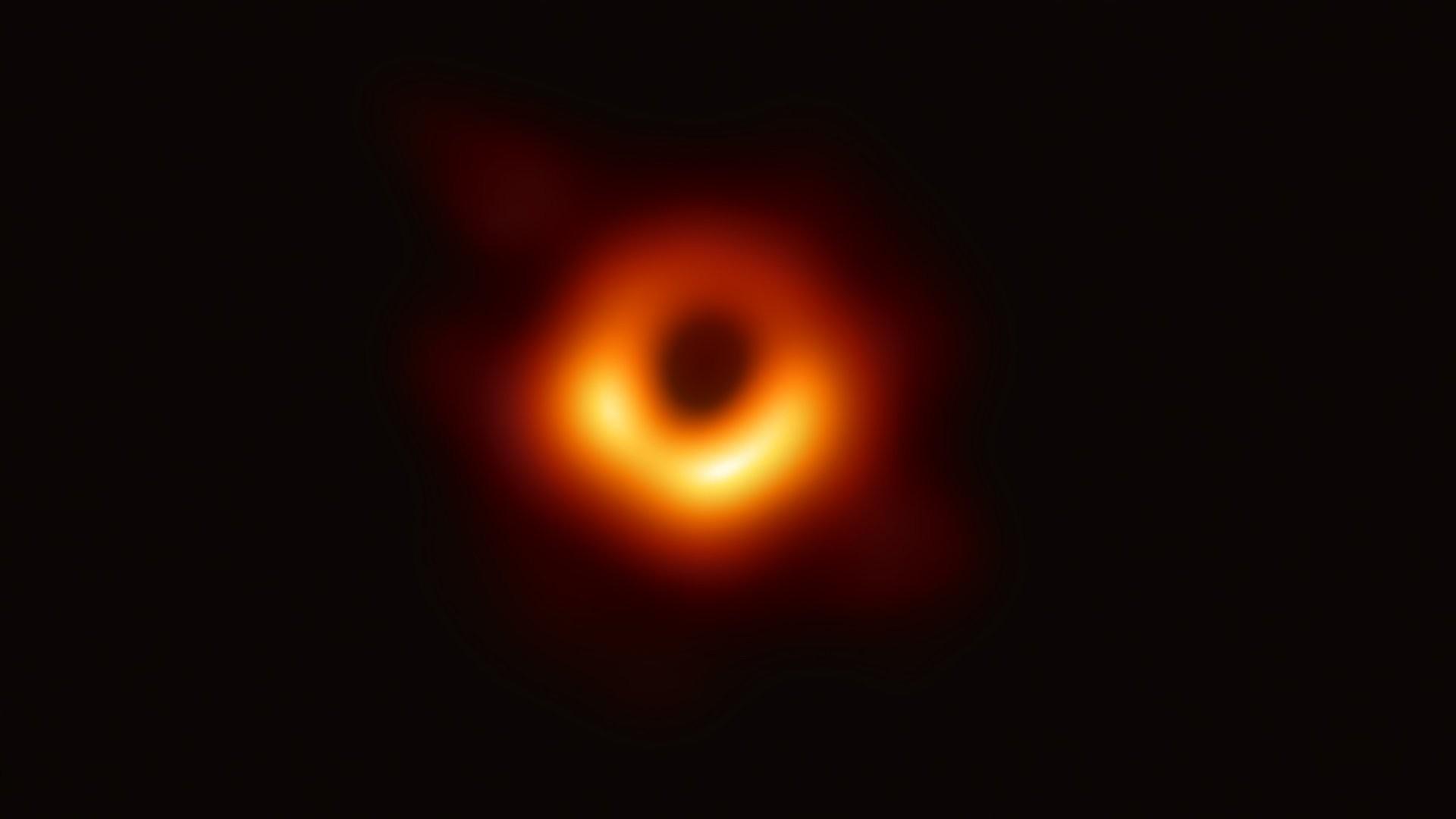 получено первое фото черной дыры преимущество дверей