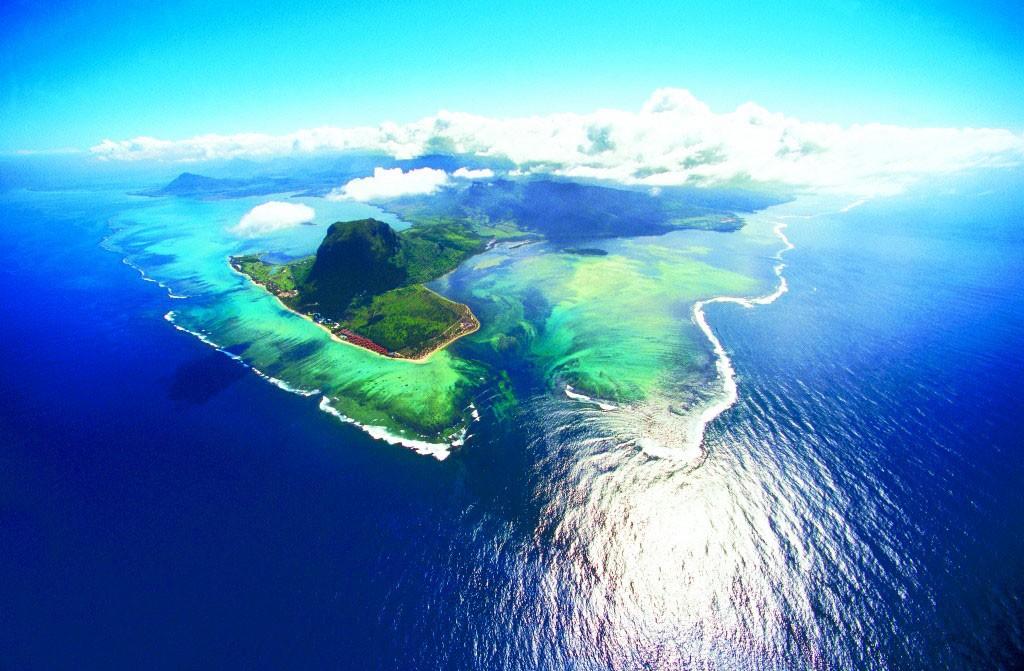 изображение фото подводного водопада на маврикии понятно красиво, авторы